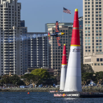 Piloto japonês vence segunda etapa do Red Bull Air Race em San Diego