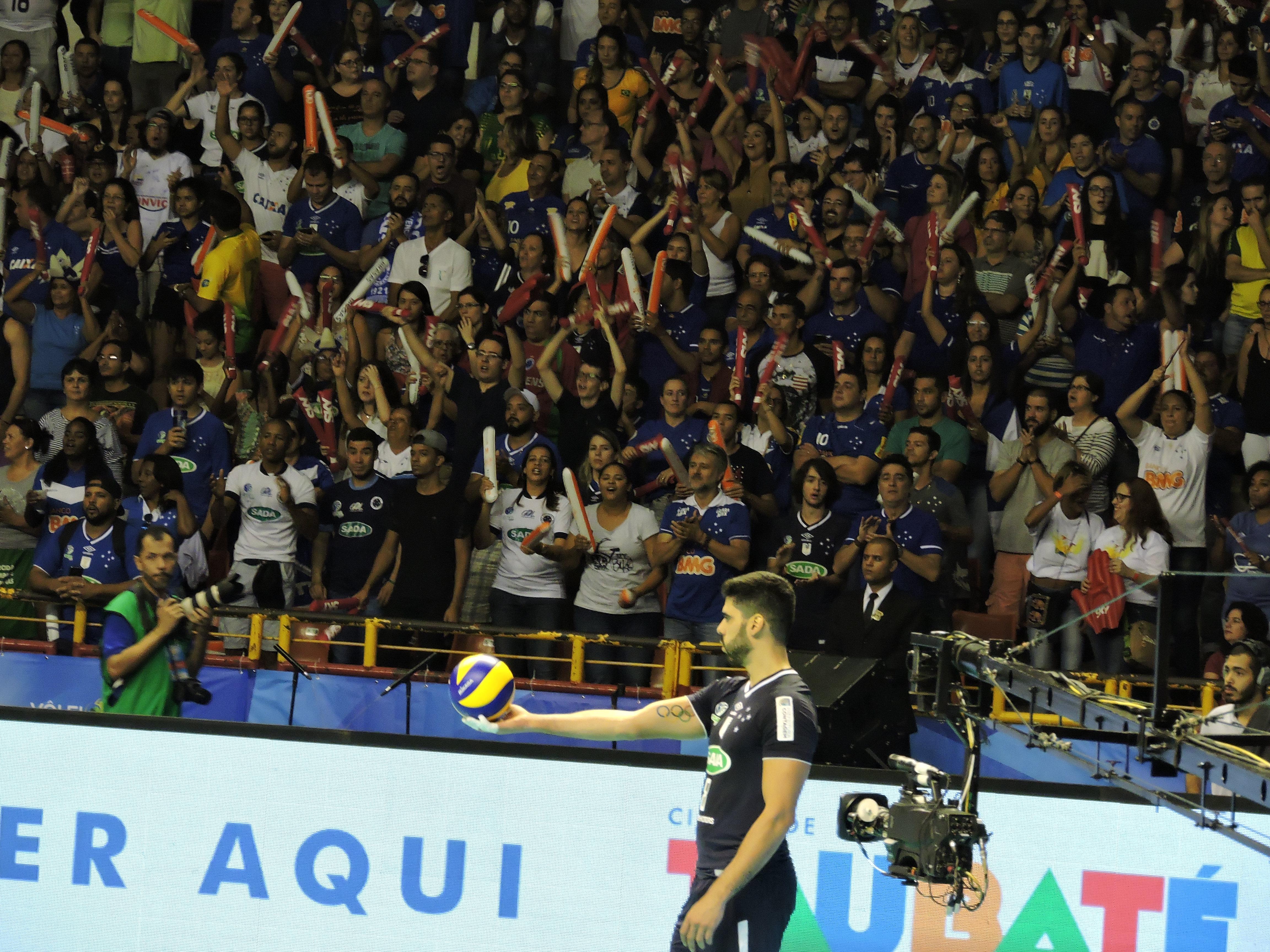 Evandro foi eleito o melhor jogador da final e também o melhor saque da Superliga. Foto: Paulo Arnaldo / Rádio Poliesportiva.