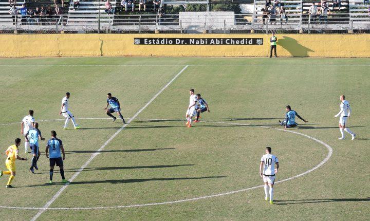 São Bento vira visitante indesejável e ganha do Bragantino por 3 a 0