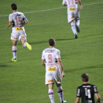 São Paulo tinha a vitória nas mãos, mas deixa escapar e empata em 2 a 2 com a Ponte Preta