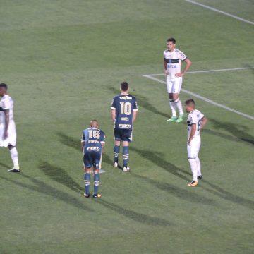 Palmeiras sofre, mas vence o desesperado Coritiba no Brasileirão