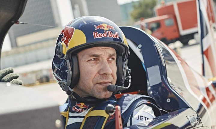 Martin Sonka vence e lidera Red Bull Air Race a duas etapas da final