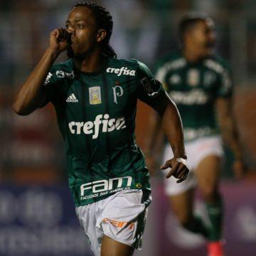 Palmeiras vence Ponte Preta no Pacaembu e ainda sonha com título
