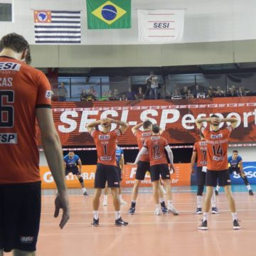 No retorno e estreia de Murilo como líbero, Sesi-SP vence o Sesc RJ na Vila Leopoldina