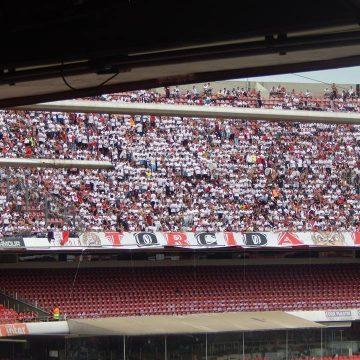 São Paulo e Corinthians se enfrentam no Morumbi buscando uma vaga na final
