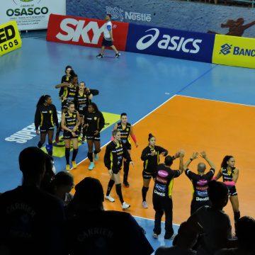 Superliga Feminina de Vôlei – 2017-2018: Ouça os momentos finais de Osasco Vôlei Nestlé 0 X 3 Dentil Praia Clube