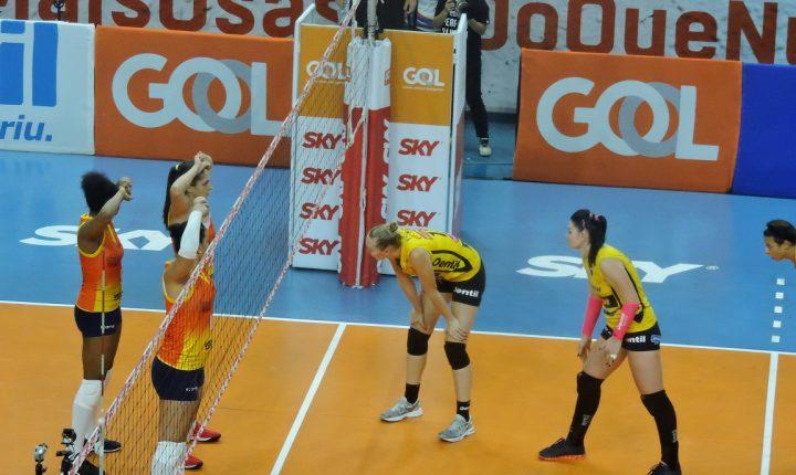 Superliga Feminina 2017-2018: Ouça os momentos finais de Osasco Vôlei Nestlé 3 X 1 Dentil Praia Clube