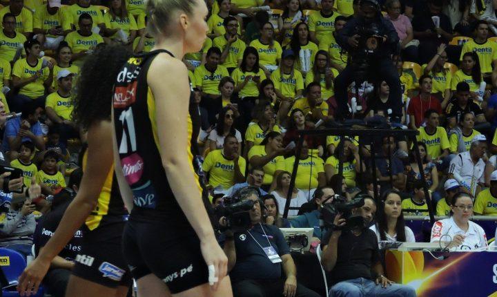Superliga Feminina: Com a torcida ao seu favor, Praia Clube tem que vencer para forçar jogo decisivo